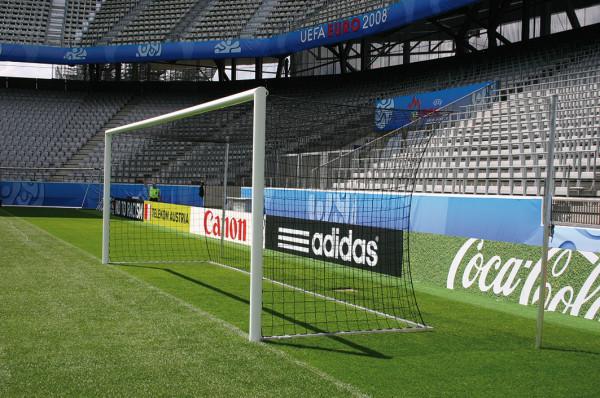 Fußballtor in Bodenhülsen mit mit freier Netzaufhängung, Eckverschweißt